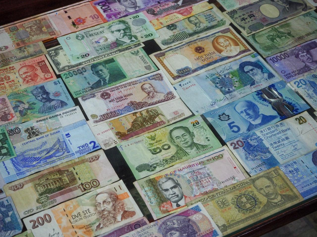 Jakie konto walutowe wybrać i dlaczego warto je mieć